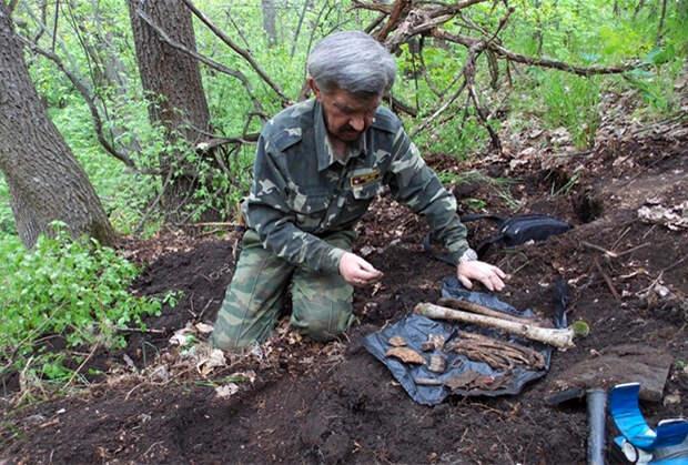 Поисковые работы в Ерохинской балке (Ростовская область) на месте гибели бойцов Красной армии в июле 1942 года