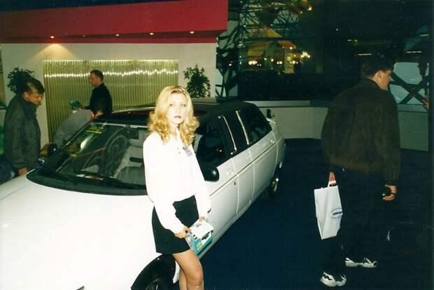 Тут я теряюсь. Удлиненная и бронированная ВАЗ 2110? Может грустная блондинка помнит? автовыставка, автосалон, выставка, ретро фото