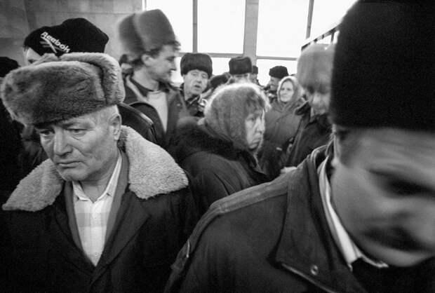 Пассажиры, застрявшие в московском аэропорту.