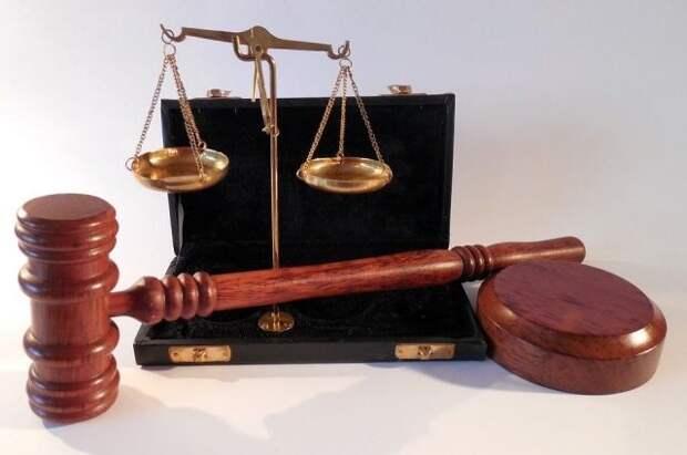 Суд Петербурга арестовал обвиняемого в краже исторических ценностей