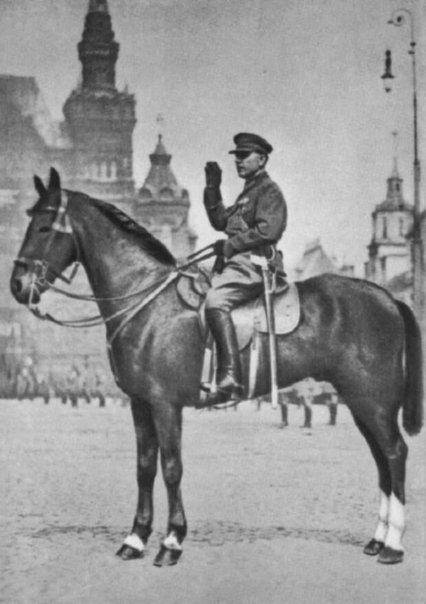 Нарком обороны СССР К. Е. Ворошилов принимает парад на Красной площади в Москве. Май, 1930 год.