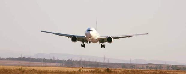 Самолёт из Симферополя с трещиной лобового стекла совершил посадку в Москве