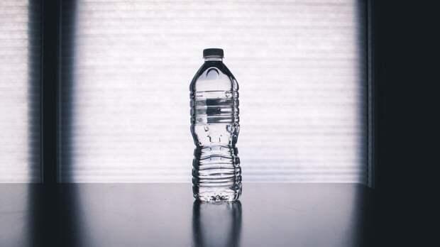 Биохимик рассказала о смертельной опасности бутилированной воды