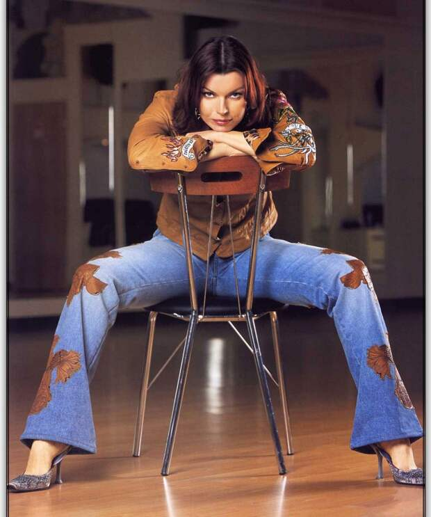 Творческая жизнь звезды 90-ых Лады Дэнс в фотографиях.