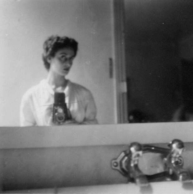 Селфи Адрианы Иванчич, портрет найден в архиве Эрнеста Хемингуэя.