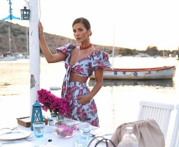 Одежда с цветами 2021: модная одежда в цветочек –  идеи, образы, тренды