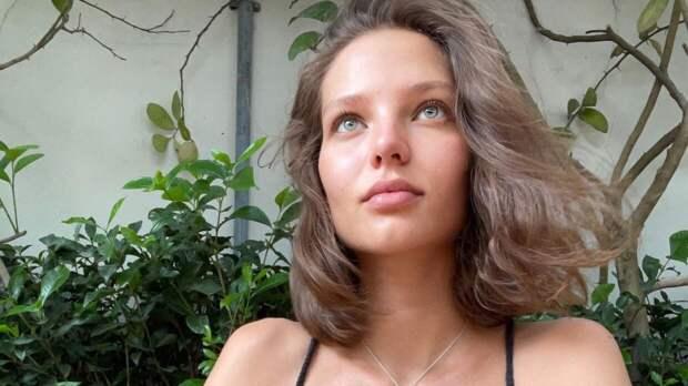 Кадры модели Алеси Кафельниковой с округлившимся животом попали в Сеть