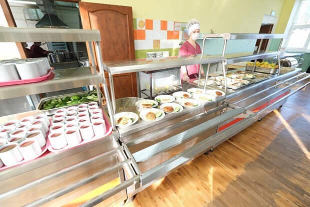 На Кубани учеников начальных классов обеспечат бесплатным горячим питанием