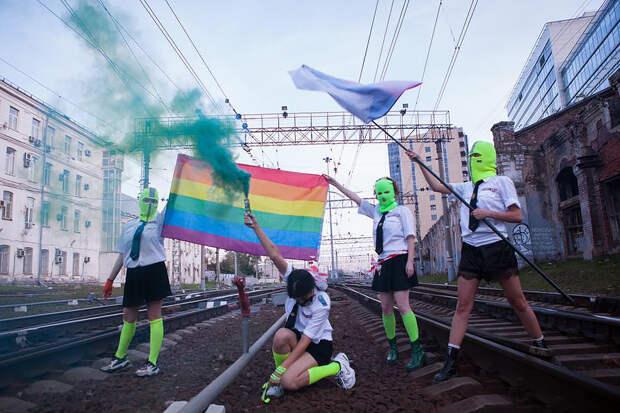 Активисток Pussy Riot задержали за акцию в день рождения Путина