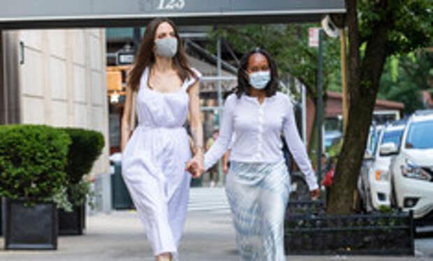 Анджелина Джоли рассказала о врачах-расистах после лечения темнокожей дочери