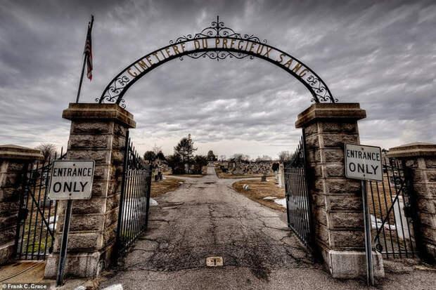 тайны истории, маяк, кладбище, отель, призрак, замок