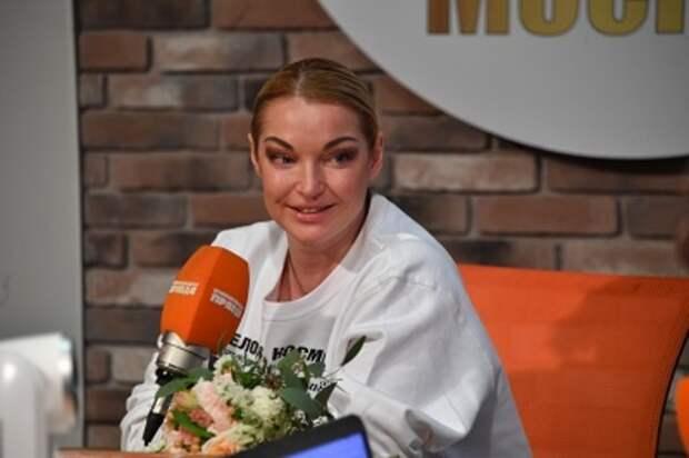 """Волочкова похвасталась подарками от избранника: """"Я этого мужчину ждала всю свою жизнь!"""""""