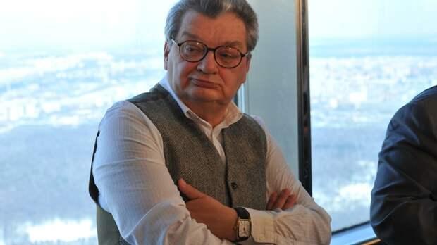 Умер в реанимации: Известный российский телеведущий скончался после борьбы с болезнью