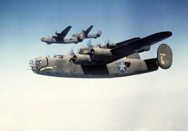 Consolidated B-24 Liberator.   Фото: Belleville News-Democrat.