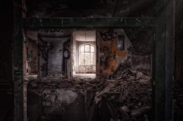 _тюрьма_подземная-1024x681 Частную подземную тюрьму под Петербургом засыпали, а дом над ней сровняли с землей