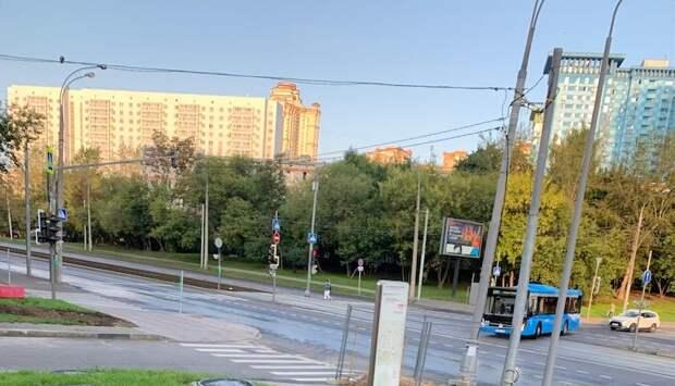 Дорожные знаки на улице Маршала Василевского вернут на место после ремонта