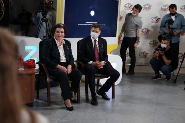 Роль женщины в космосе школьники из разных регионов России обсудили с Валентиной Терешковой