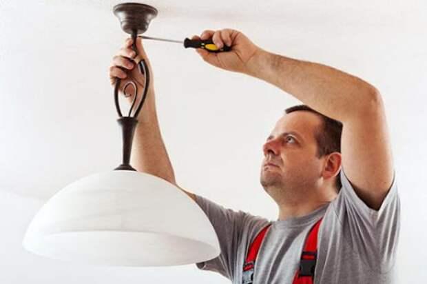 3 ошибки при креплении люстры на потолке, которые могут привести к неприятным последствиям