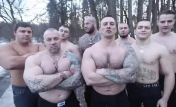 Монстры массы в деле: бойцы против качков