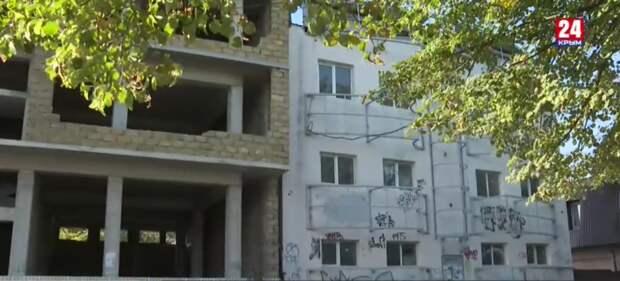 Самострои Крыма: Когда на полуострове избавятся от незаконных построек