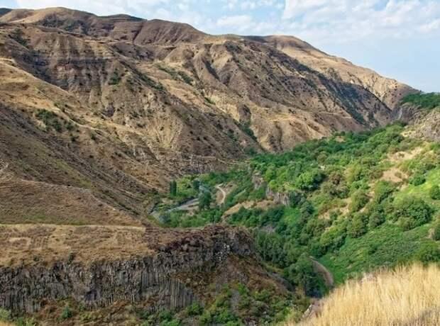 Армения сообщила о смерти двух офицеров, есть потери и со стороны Азербайджана