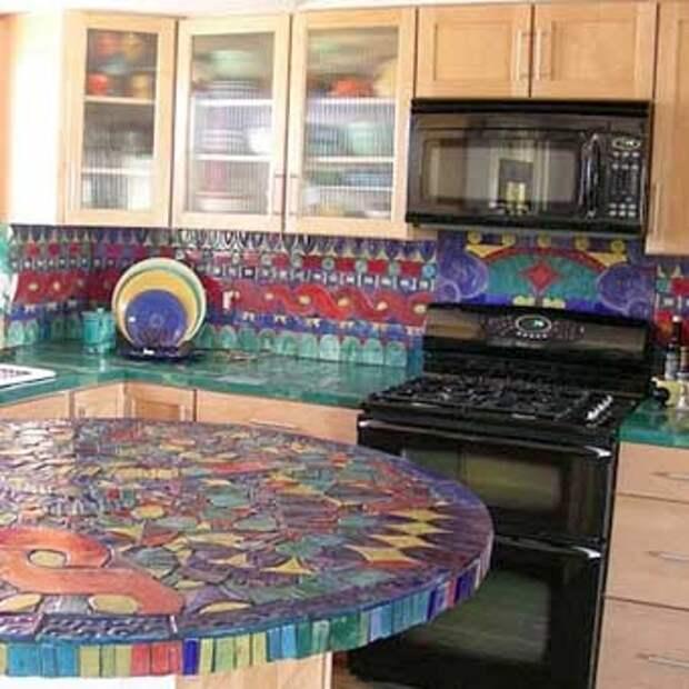 необычная кухня с мозаикой
