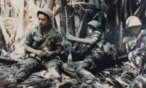 Почему американцы устроили охоту на своих же офицеров (2 фото)