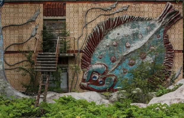 10 криповых фото заброшенного лагеря «Сказка», который похож на декорации фильма ужасов