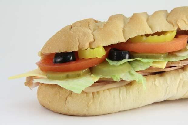 В хлебе ресторанов Subway выявили повышенное содержание сахара