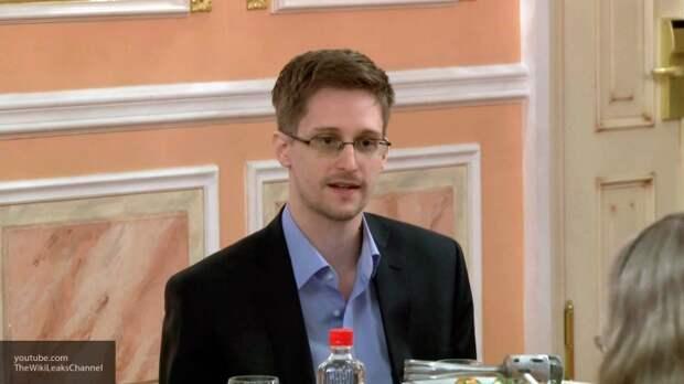 Раскрывший тайны американских спецслужб Сноуден подал документы на российское гражданство