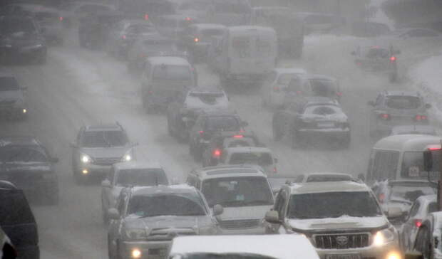 Десятки уральских населенных пунктов остались без света из-за полярного урагана