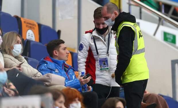 Фигуриста Галлямова выгнали из вип-зоны на Гран-при России из-за отсутствия маски