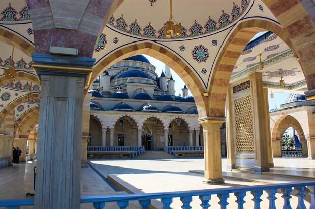 7 фактов о мечети «Сердце Чечни» (ФОТО)