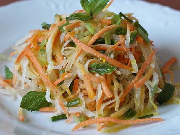 Салат из черной редьки с морковью и яблоком