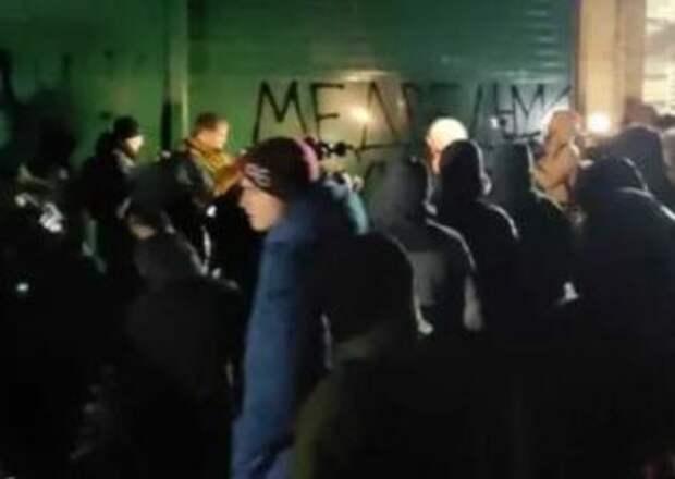 Националисты устроили потасовку под домом Медведчука