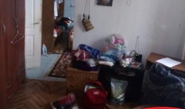 Полиции показали дом впоселке Нежинка, вкотором варят самогонку