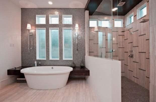 Отменное настроение в ванной комнате создано благодаря обустройству её на большой и просторной площади.