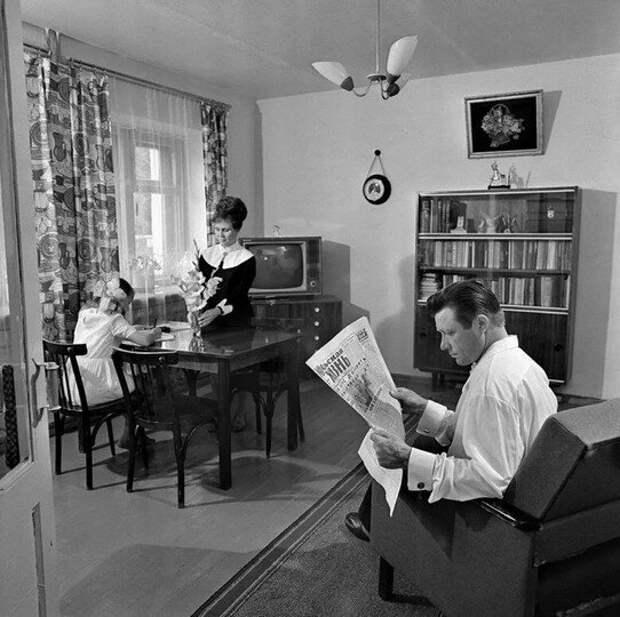 """""""Миллионные тиражи и талоны на книги"""": В советские годы книги нужны были всем, а сегодня кому?"""