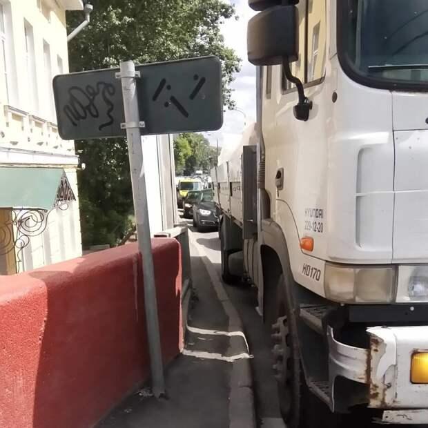 И опять Москва асфальт, благоустройство, и так сойдет, и так сойдёт, тротуар