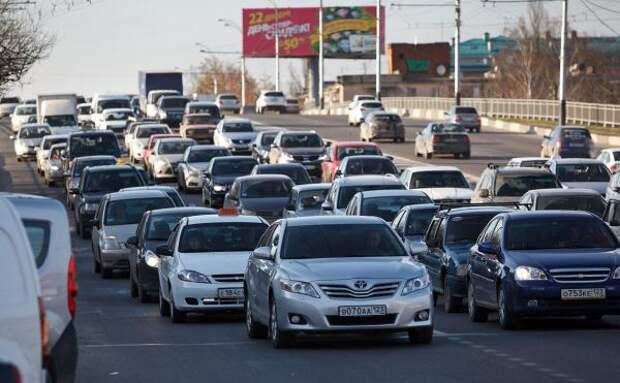 В Краснодаре выстроились огромные пробки из-за проверки пропусков у таксистов