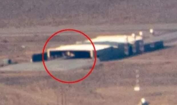 В одном из ангаров Зоны 51 заметили таинственный треугольный объект