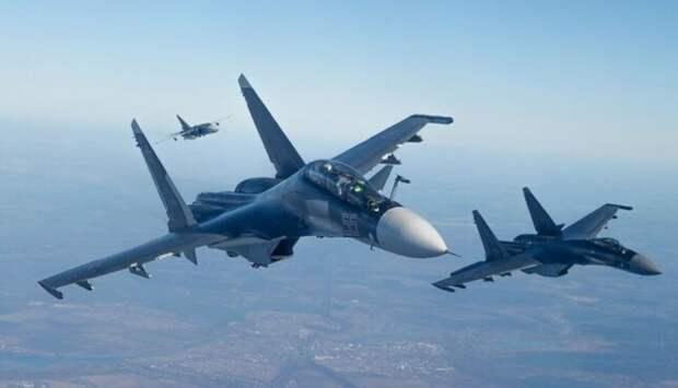 """Такой удар в спину, что даже не взлетел. Су-30 наказал """"американца"""""""
