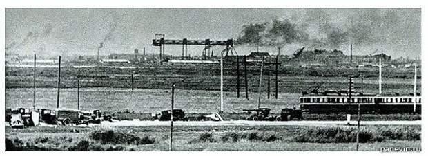 Фото сделано в сентябре 1941 года. в районе больницы Форели.  Этот трамвай идет в сторону Стрельны