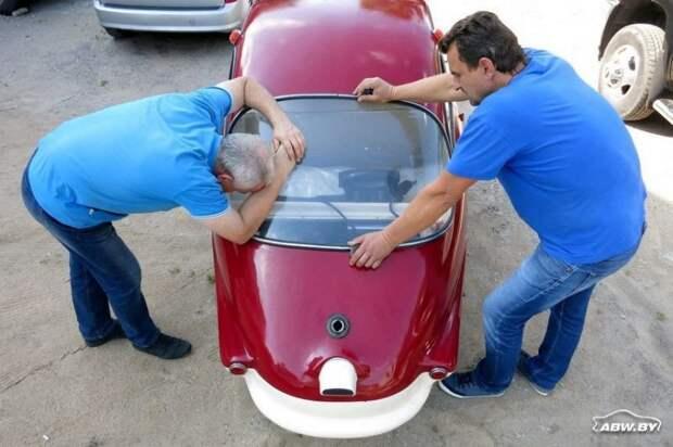 Эх, попробовать бы Fuldamobil на ходу! Но полноценного тест-драйва пока не будет: ребятам удалось завести двигатель, а вот с трансмиссией еще надо разобраться - плохо работает сцепление. Fuldamobil, авто, автомобили, малолитражка, олдтаймер, ретро авто