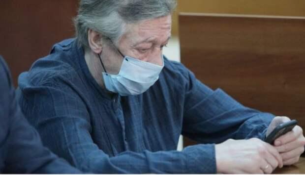 Ефремов вызывающе ответил адвокату потерпевших по делу о смертельном ДТП
