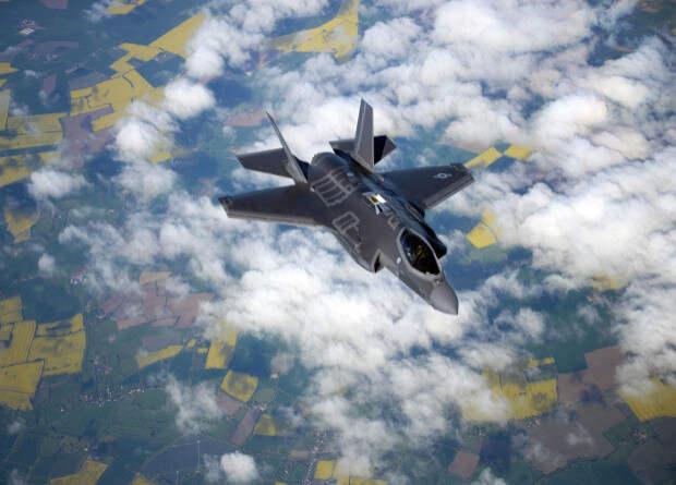 Raytheon создаст миниатюрные ракеты для самозащиты истребителей