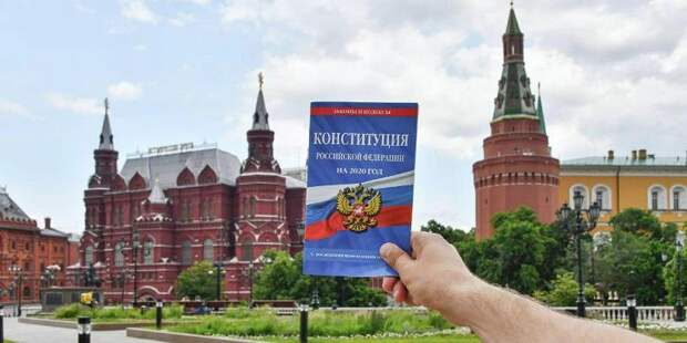 Писатель Сергей Минаев призвал москвичей принять участие в голосовании по Конституции