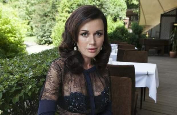 Дочь Анастасии Заворотнюк сообщила, что актриса находится в стабильном состоянии