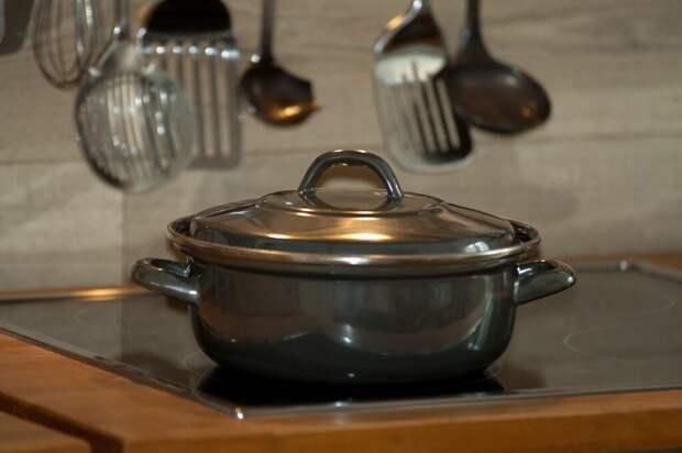 cook-750142_1280-1024x682 4 типа посуды, которые вредят здоровью