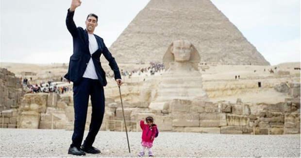 Самый высокий в мире мужчина и самая маленькая женщина встретились, и это похоже на сказку
